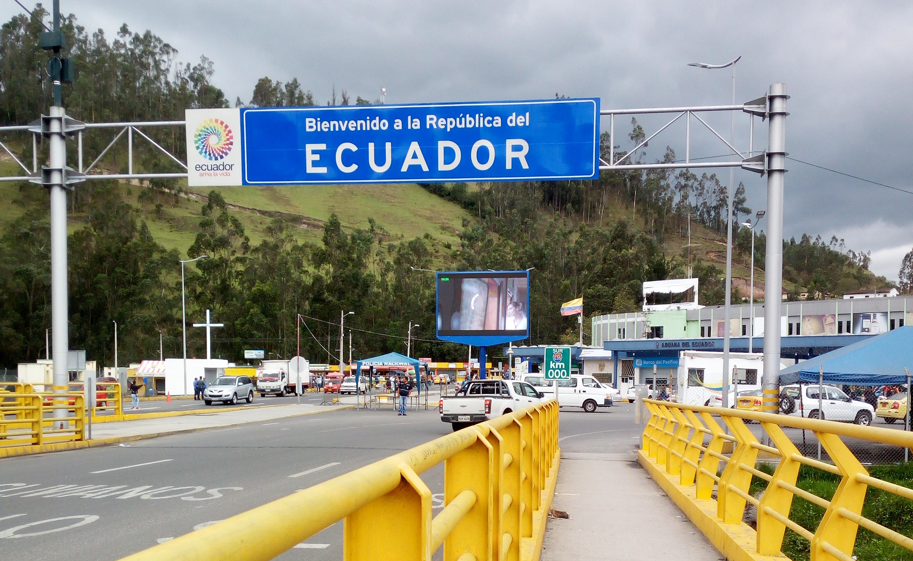 COLOMBIA TO ECUADOR BY BUS